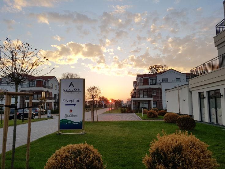 Hotelanlage im Sonnenuntergang